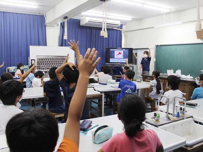 東京都小笠原村立小笠原小学校にて、4年生を対象に行った授業のようす