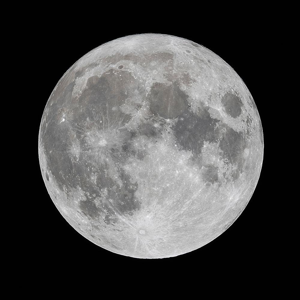 2017年1月12日 20時34分撮影の満月。