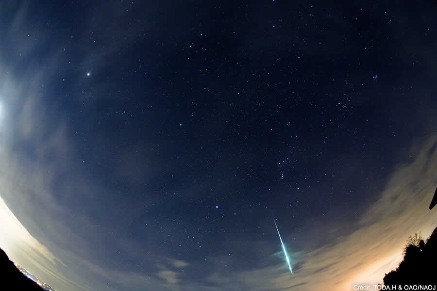 A meteor of the Geminids passing through the winter sky